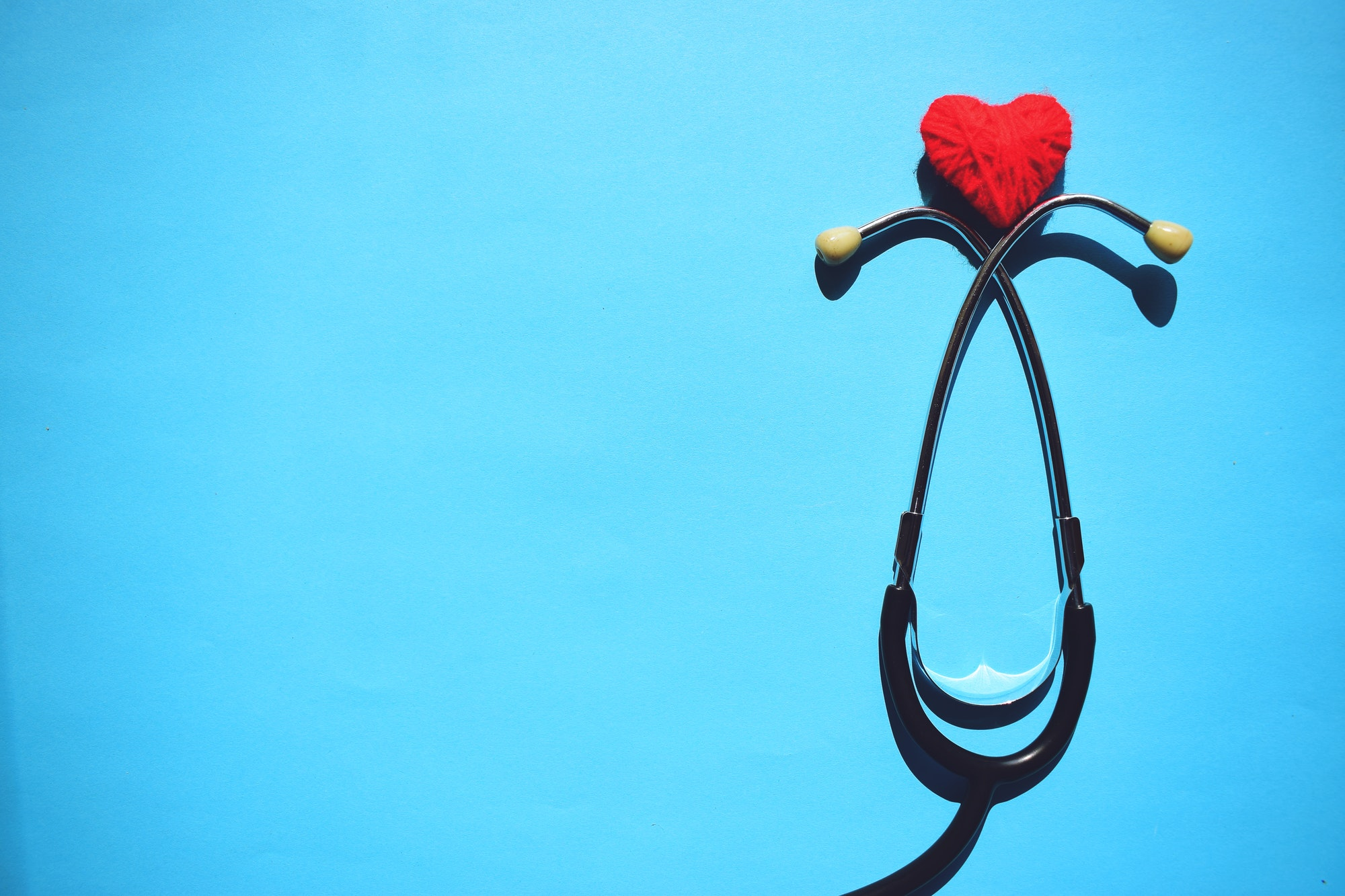 medical stethoscope head and red heart - ASSIN Brasil